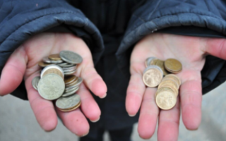 В области выявили сотню компаний, где работникам платят меньше МРОТ