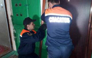 В Пугачеве спасатели освободили запертую на балконе женщину