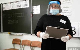 Врач призвал ввести принудительную вакцинацию учителей в школах