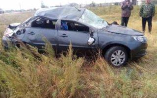 Под Перелюбом и Пугачевом женщины опрокинули машины в кюветы
