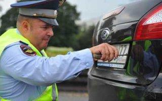 Гаишникам запретили снимать номера с автомобилей