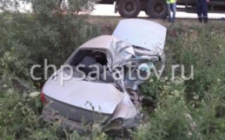 В Пугачевском районе иномарка столкнулась с большегрузом