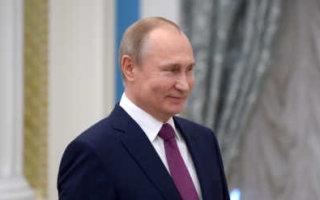 Путин поручил сократить число контрольных работ в школах