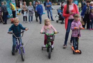 Главными защитниками детей россияне считают родителей, а не государство