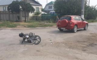 В Пугачеве пенсионер на иномарке врезался в подростка на мопеде