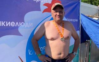 П. Артемов принял участие в заплыве через Волгу