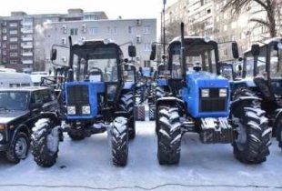Автобус, две «Газели» и трактор «Беларус»