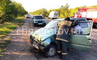 В ДТП под Пугачевом пострадали два человека