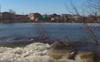 В Пугачеве жилой сектор оказался под угрозой затопления