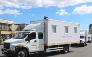 Пугачевской районной больнице вручили мобильный медицинский комплекс
