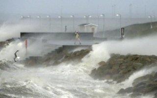 Ураган, унесший жизни людей в Европе, идет в Саратовскую область