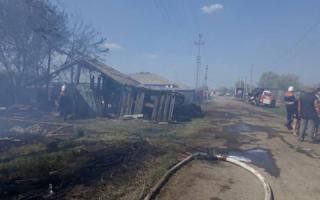 Пожар в Успенке уничтожил надворные постройки