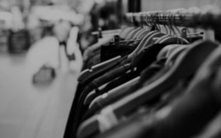 Продажи одежды в России рухнули на 25%
