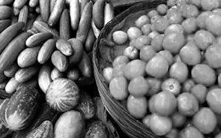 Овощные грядки под окном