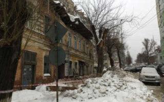 Федеральный канал рассказал о падающих в Саратове крышах и стенах домов
