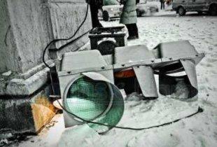 В Пугачеве водитель протаранил светофор