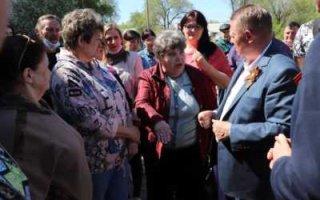 Панков обсудил с жителями благоустройство военного городка в Пугачеве