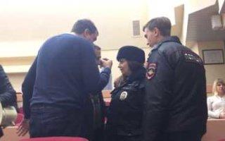 Скандал в областной думе с участием полиции