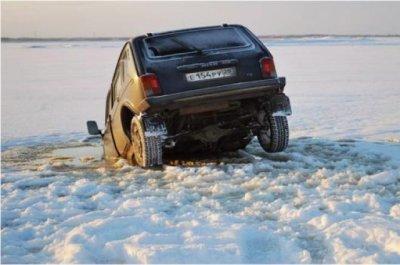 Нива ушла под лед