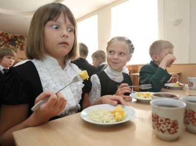 Российским школьникам запретят приносить из дома бутерброды и другую еду